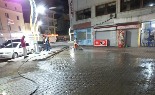 Malazgirt Belediyesinden yol yıkama mesaisi