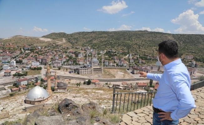 Nevşehir Kalesi yanındaki alternatif yolda sıcak asfalt serimi tamamlandı