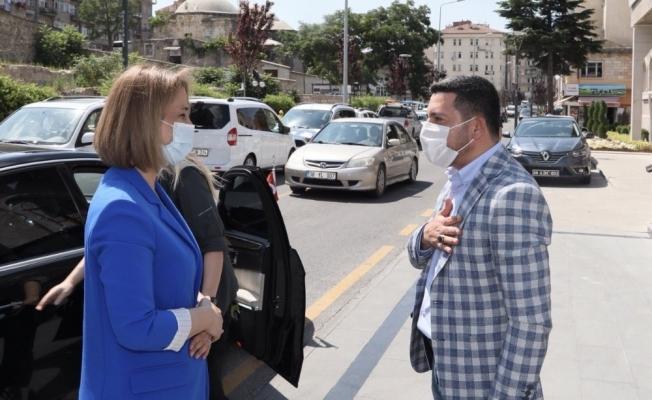 Nevşehir Valisi Becel, Belediye Başkanı Arı'yı ziyaret etti