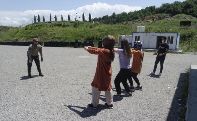 Özel Güvenlik ve Koruma Bölümü öğrencilerine silah atış eğitimi