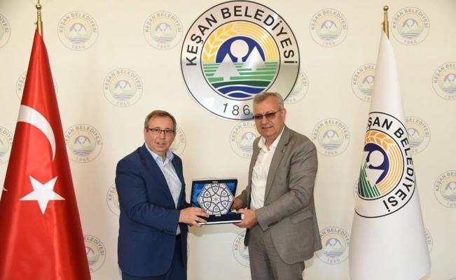 Rektör Tabakoğlu ve beraberindeki heyetten, Keşan Belediye Başkanı Helvacıoğlu'na iade-i ziyaret