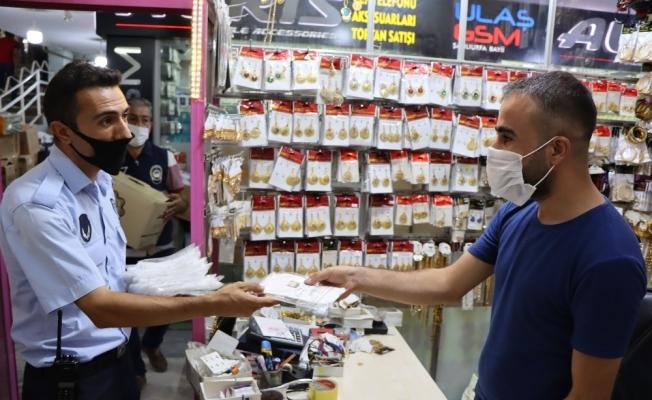 Şanlıurfa'da esnafa ücretsiz maske dağıtımı