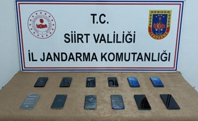 Siirt'te 12 adet kaçak cep telefonu ele geçirildi