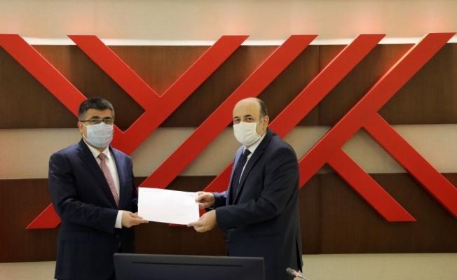 YÖK Başkanı Saraç, NEVÜ Rektörü Aktekin'e atama kararnamesini tevdi etti