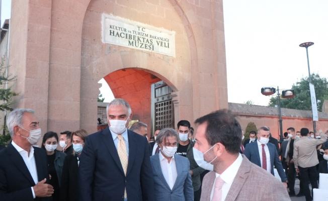 """Bakan Ersoy: """"Aramızdaki birlik, beraberlik ve kardeşlik bunun teminatı, tarihimiz ise en net kanıtıdır"""""""