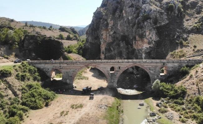 Kemerinde 'mescit' bulunan 7 asırlık köprü