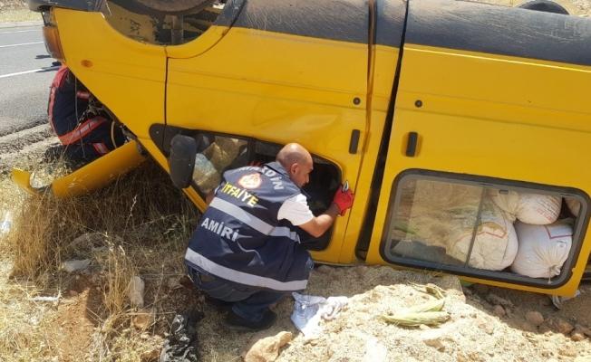 Mardin'de minibüs şarampole yuvarlandı: 2 yaralı
