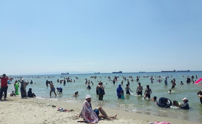 Menekşe plajında bayram yoğunluğu
