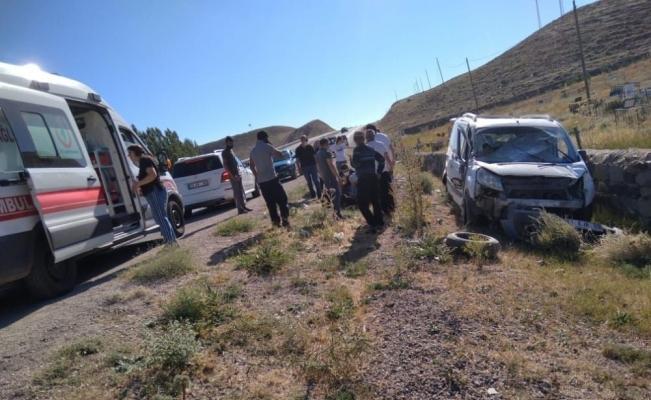 Sivas'ta otomobil takla attı: 4 yaralı