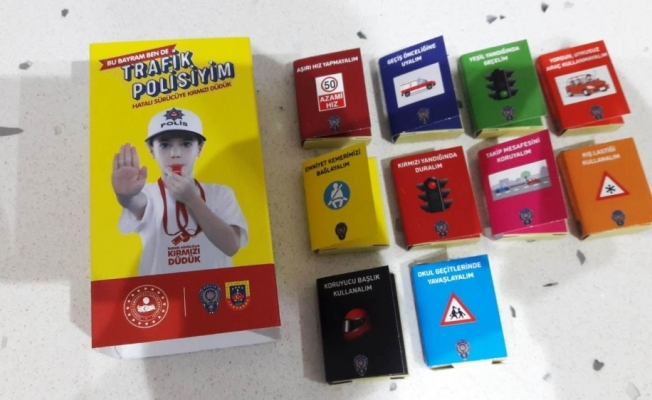 Sürücülere çikolatalı trafik ansiklopedisi dağıtıldı