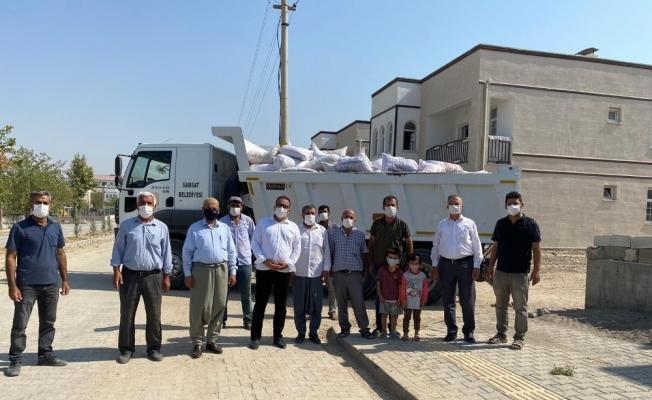 Başkan Fırat, yardım kampanyasına bademle destek