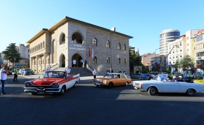 Turizm Filmleri Festivali'ne klasik araçlar korteji damga vurdu