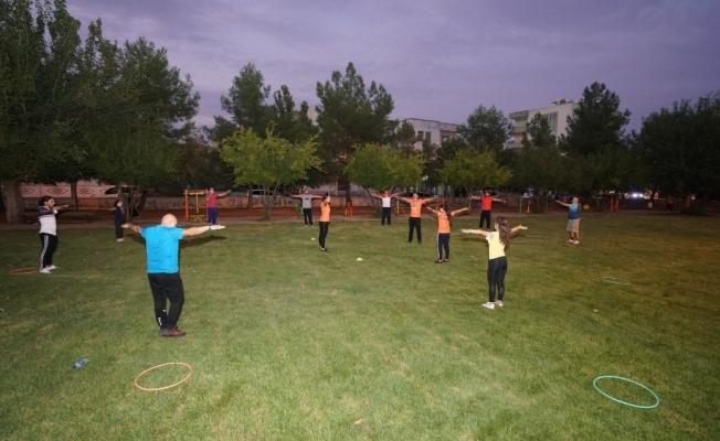 Uzman antrenörlerden vatandaşa ücretsiz spor desteği