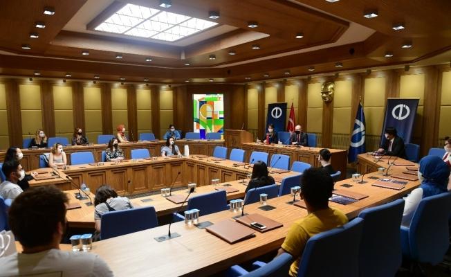 Anadolu Üniversitesi Rektörü Prof. Dr. Erdal, Erasmus öğrencileri ile buluştu