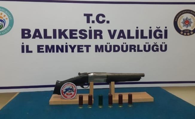 Balıkesir'de polis 17 silah ele geçirdi