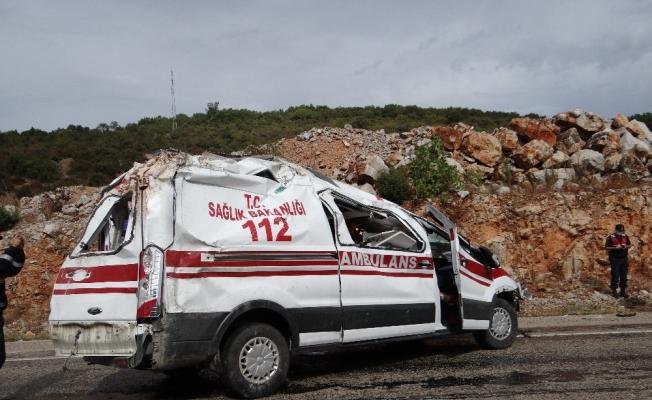 Bilecik'te hastaya giden ambulans kaza yaptı: 2 yaralı