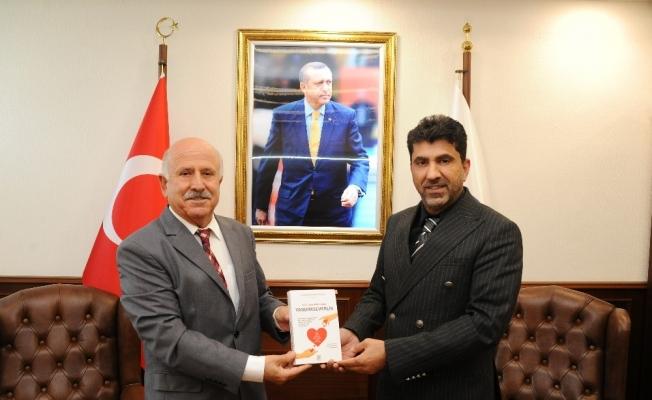 Emekli Başsavcı Necdet Bayraktaroğlu Rektör Aldemir'i ziyaret etti