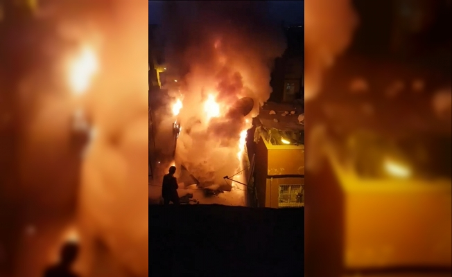 Evin odunluğunda çıkan yangın korkuttu