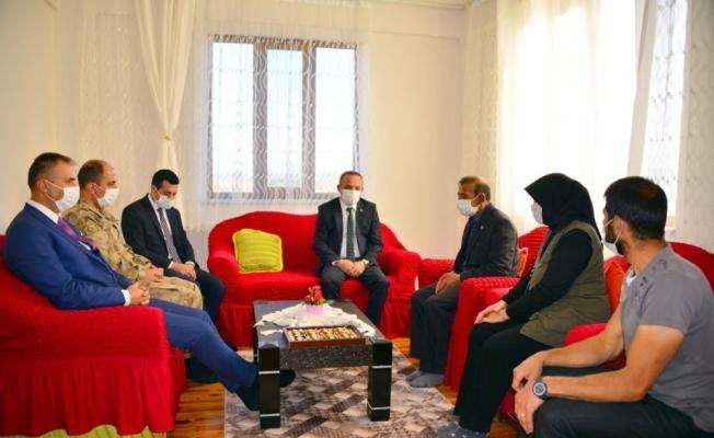 Vali Öner, Şehit Caner Çelik'in ailesini ziyaret etti