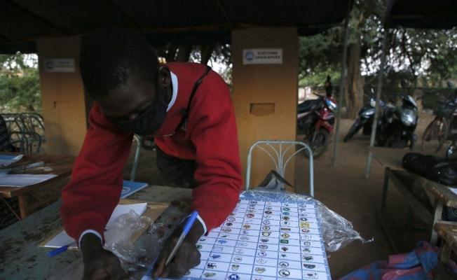 Burkina Faso'da halk devlet başkanını seçmek için sandık başında