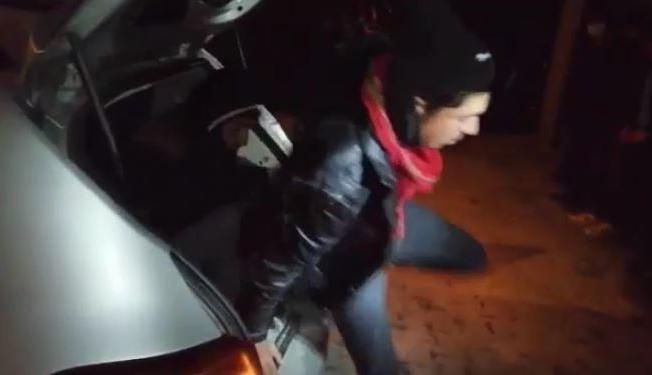 'Dur' ihtarına uymayan otomobilin bagajında bile düzensiz göçmen çıktı