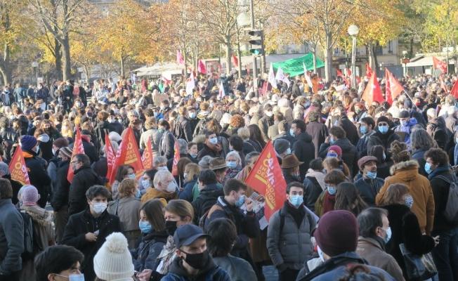 """Fransa'da birçok kentte """"küresel güvenlik"""" yasası protestosu"""