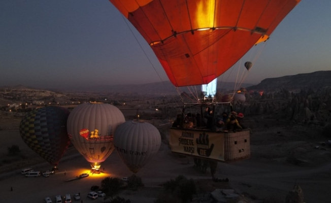 Kapadokya'da balonlar kadına yönelik şiddete dikkat çekmek için havalandı