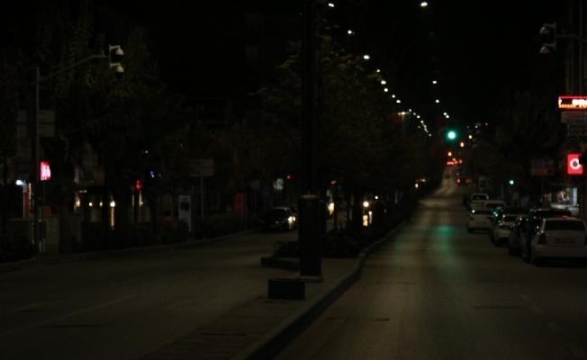 Kırşehir'de, sokaklar ve meydanlar boşaldı