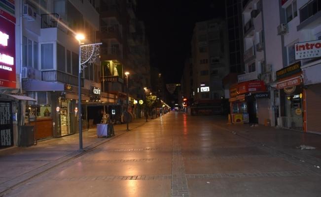 Kısıtlamanın ikinci gününde İzmir'de sokaklar boş kaldı
