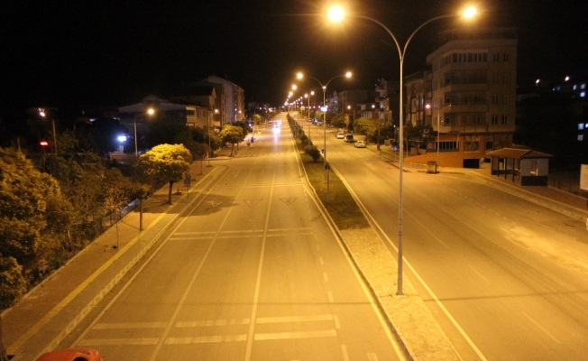 Kısıtlamanın ilk gününde Osmaneli sokakları boş kaldı