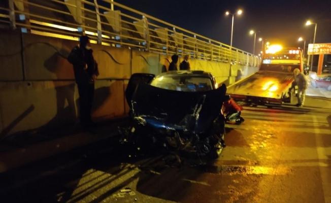 Otomobilin motorunun yerinden fırladığı kazadan burnu bile kanamadan kurtuldu