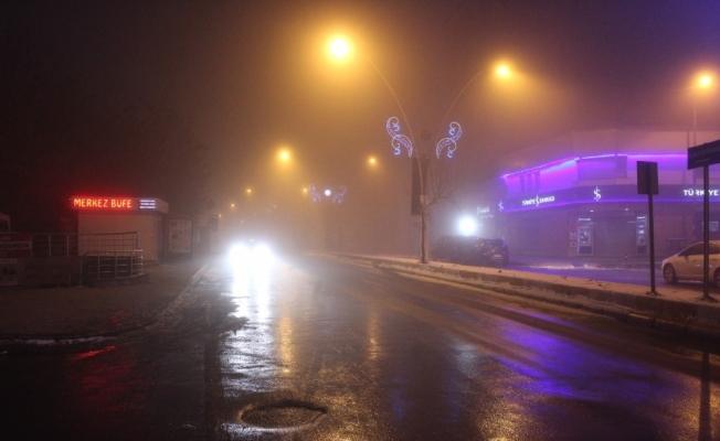 Ağrı'da akşam saatlerinde sis etkili oldu