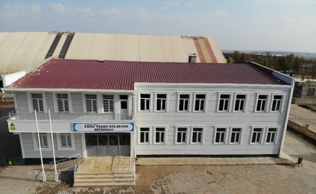 Diyarbakırlı iş adamı Necat Gülseven'in sanatçı eşi Ebru Yaşar Gülseven adına yaptırdığı okul tamamlandı