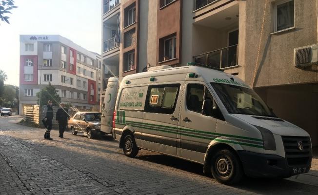 Eşi hastanede tedavi gören yaşlı adam evde ölü bulundu