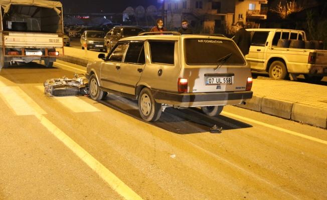 Otomobil dengesini kaybeden motosikleti altına alıp metrelerce sürükledi
