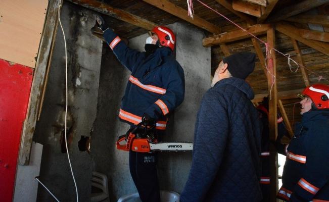 Bacada çıkan yangın itfaiye ekiplerince söndürüldü