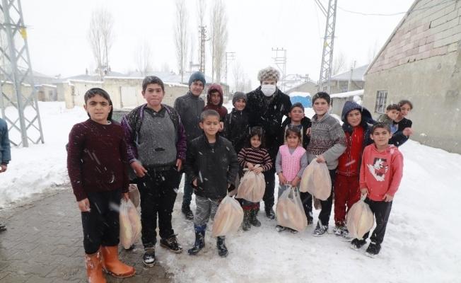 Başkan Sayan ihtiyaç sahibi aileleri ziyaret etti