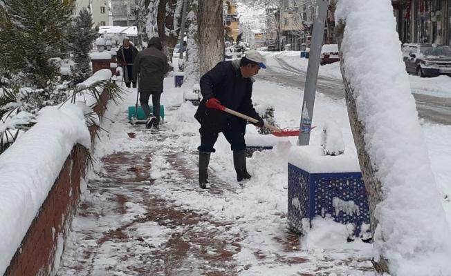 Gölbaşı ilçesinde kar temizliği
