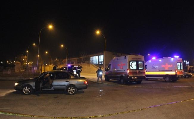 Karaman'da araçlarının önü kesilen 2 kişi darp edilerek yaralındı