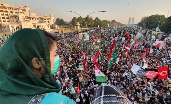 Pakistan'da iktidar partisine yönelik davaların 6 yıldır ertelenmesi protesto edildi