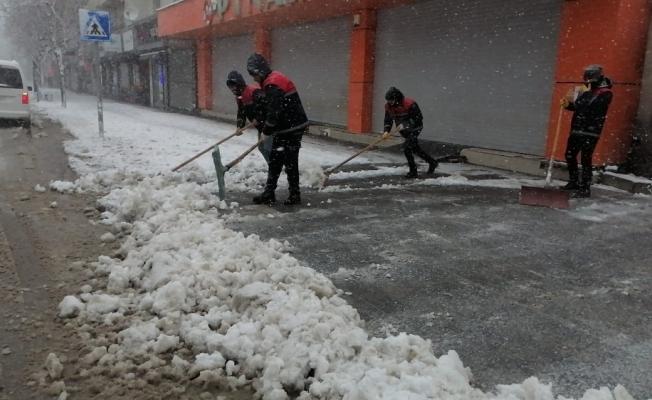 Tatvan Belediyesinden karla mücadele çalışması