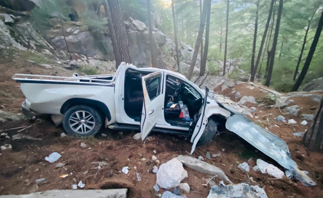 Alanya'da kamyonet uçurumdan yuvarlandı: 5 yaralı