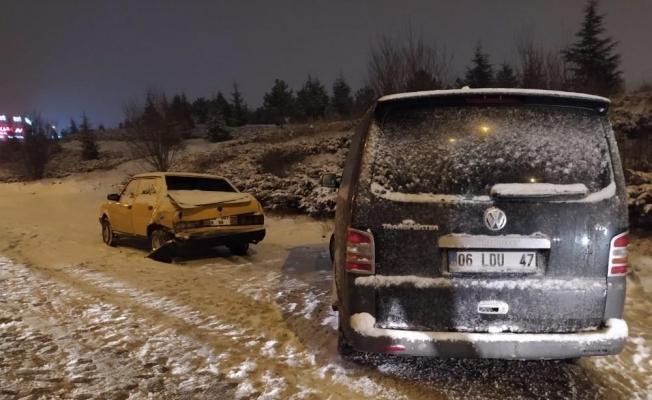 Ankara'da kar yağışı kazaları da beraberinde getirdi: 2 yaralı