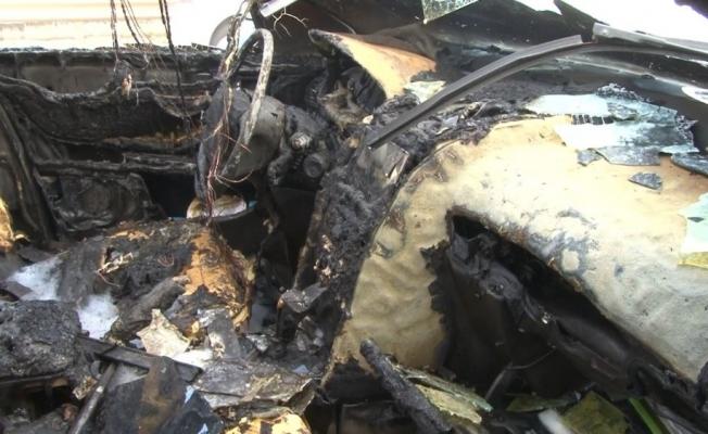 Antalya'da seyir halindeki otomobil alev alev yandı