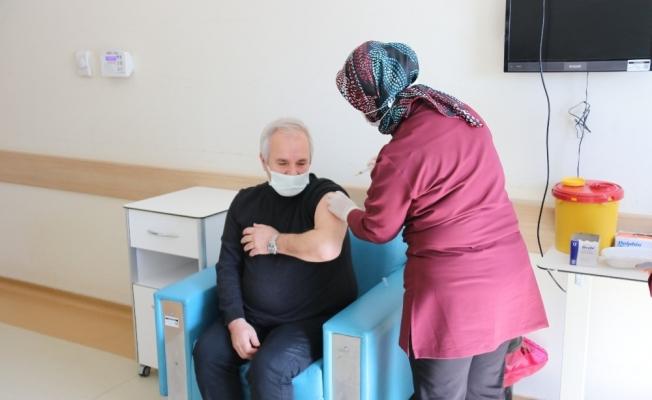 Başkan Özgan korona virüs aşısı oldu