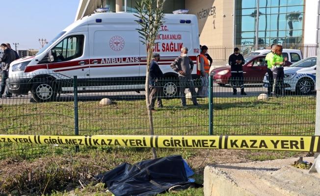 Caddede spor yaparken aracın çarptığı şahıs hayatını kaybetti