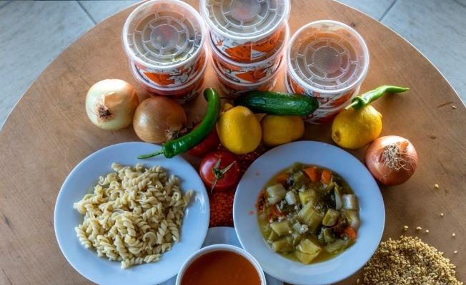 Didim Belediyesi'nden vatandaşa günde 3 çeşit sıcak yemek dağıtımı