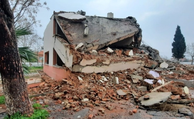 Fay hattı üzerindeki 50 yıllık okulun yıkımı tamamlandı