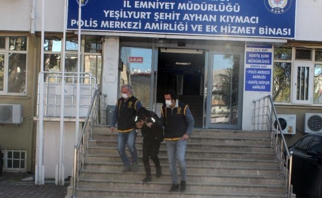Gaspçı sahte polis gerçek polislerden kaçamadı