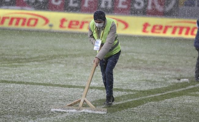 Gençlerbirliği - Beşiktaş maçında çizgiler beyaza büründü